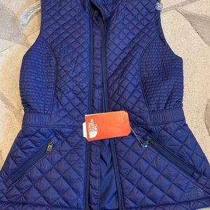 🍭NWT The North Face vest